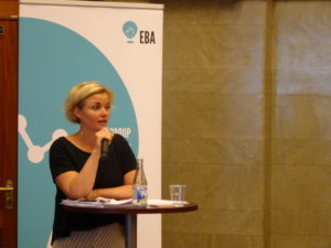 Julia Schalk modererar ett seminarium