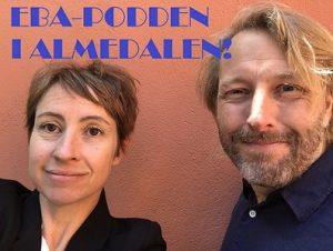 Nina Solomin och Jan Pettersson står vid en orange husvägg, tittar in i kameran